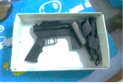 The submachine gun (or one like it) used in the shooting attack (Palinfo Twitter account, August 6, 2017).