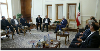 Members of the delegation meet with the Iranian foreign minister Mohammad Javad Zarif (directly to the left of the Iranian flag) (Hamas website, August 7, 2017).