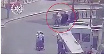 Security camera video documenting the attack (Facebook page of the Israel Police Force, August 12, 2017).