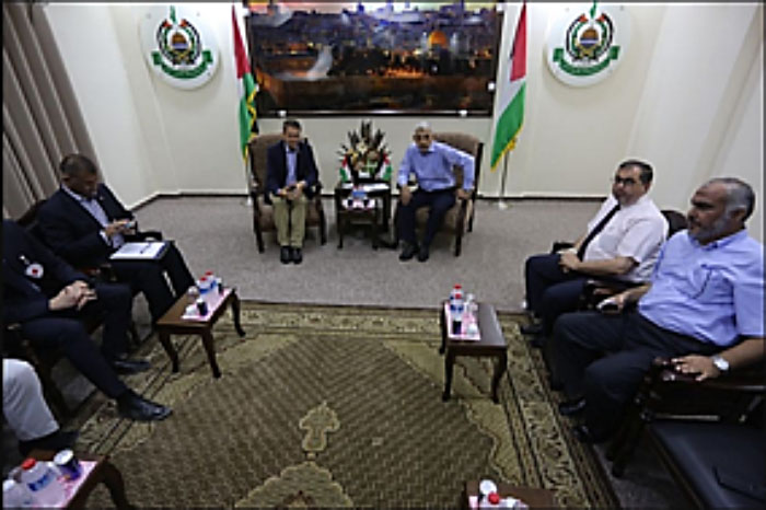 President of the International Red Cross, Peter Maurer, meeting with Yahya Al-Sinwar in Gaza (Safa, 5 September 2017)