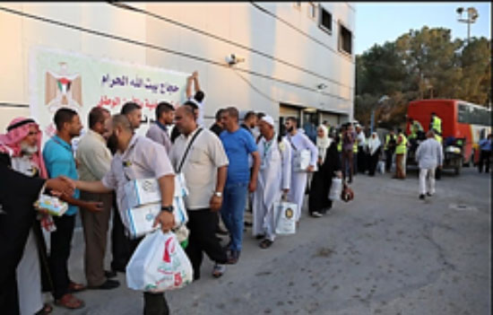Festive reception at the Rafah Crossing for the returning pilgrims to Mecca (website of the Interior Ministry in Gaza, 8 September 2017).