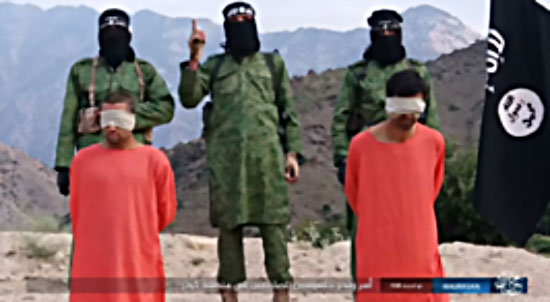 ISIS operatives standing behind two people who were beheaded in Afghanistan (Akhbar Al-Muslimeen, 13 September 2017)