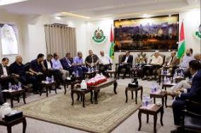 Meeting between Yahya Al-Sinwar and Palestinian businessmen in the Gaza Strip (Hamas website, 30 August 2017) The delegation was headed by Ali Al-Hayek, Chairman of the Palestinian Businessmen Association in the Gaza Strip.