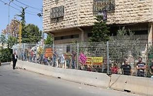 A demonstration held by a group from Hebron entitled Youth Against Settlements (Facebook page of the Hebron communication network, 3 September 2017)