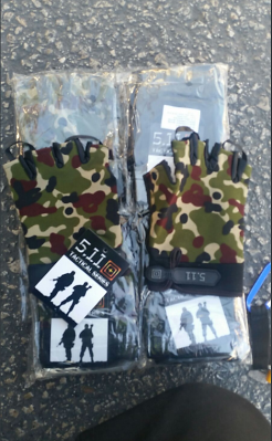 Military gloves seized at the Kerem Shalom crossing (Twitter account of the Israeli Ministry of Defense, October 23, 2017)