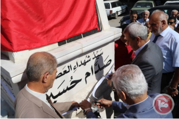 The governor of the Qalqilya district unveils a memorial and names a street for Saddam Hussein (Ma'an, October 18, 2017).