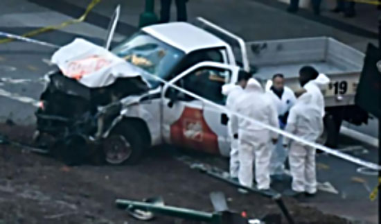 The pickup truck used to carry out the ramming attack. The front of the truck looks partly destroyed after colliding with the bus (Gulf Eyes website, November 1, 2017)