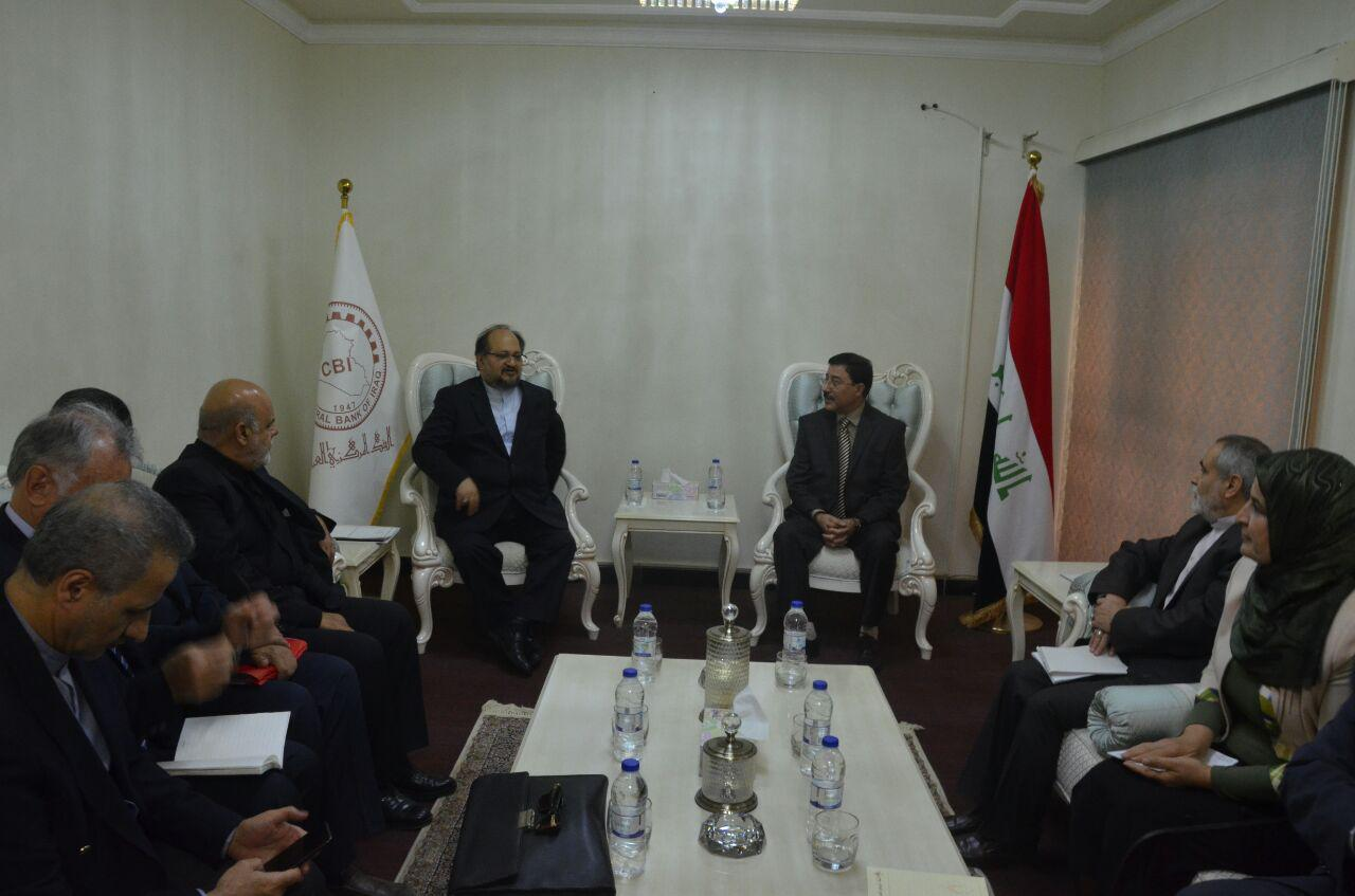 The meeting between the Iranian minister of industry with the governor of the central bank of Iraq (IRNA, November 2 2017).
