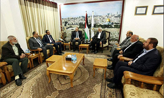 Egyptian security delegation headed by General Sameh Nabil meets with Isma'il Haniyeh and other senior Hamas figures, including Rawhi Mushtaha, Fathi Hamad and Khalil al-Haya (Palinfo Twitter account, December 4, 2017).