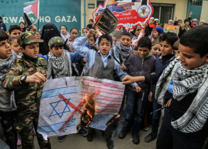 Children from the al-Huda school burn Israeli and American flags in front of UNRWA headquarters in the Gaza Strip (website of PIJ-affiliated Paltoday, December 19, 2017).