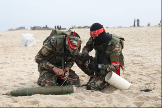 Preparing to fire a rocket on the shore of the southern Gaza Strip (Facebook page of the Abu Ali Mustafa Brigade, December 23, 2017).