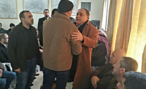 Governor of the Jenin district pays a condolence call at the Jarar family house (Facebook page of Jenin al-Hadath, January 20, 2018).