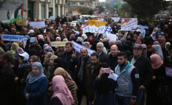 Mass protest demonstration of UNRWA employees in the Gaza Strip (Palinfo Twitter account, January 30, 2018).