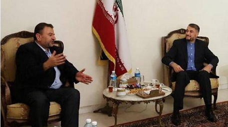 Senior Hamas figure Saleh al-Arouri (left) meets in Beirut with Hossein Amir Abdollahian, special international affairs advisor to the speaker of the Majlis (Sama, August 2, 2017).
