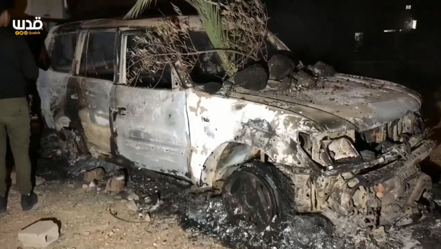 The torched car of the Israeli civilian who mistakenly entered Abu Dis (Palinfo Twitter account, February 3, 2018; QudsN Twitter account, February 2, 2018).