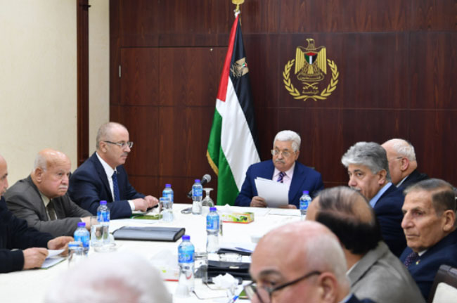 Mahmoud Abbas meets with the PLO's Executive Committee in the Muqata'a in Ramallah (Wafa, February 3, 2018).