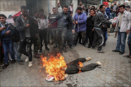 Demonstrators burn Donald Trump in effigy to protest cuts in American support of UNRWA (Twitter account of QudsN, February 11, 2018).