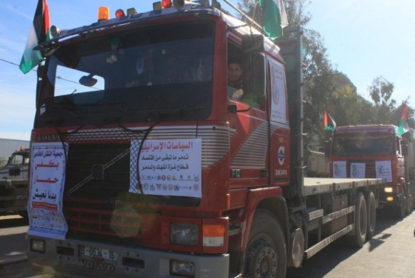 Convoy of trucks and press conference of the private sector on the Palestinian side of the Erez crossing (Facebook page of the office of commerce and industry in the Gaza Strip, February 14, 2018)