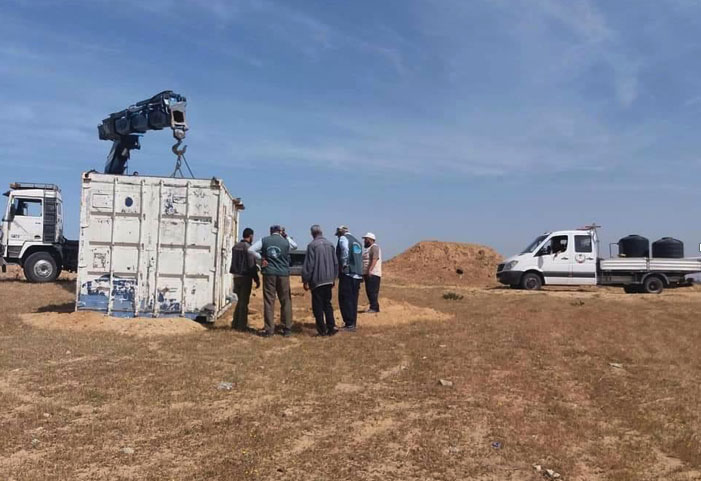 Bringing equipment and water to a location near the airfield, east of Rafah (Palinfo Twitter account, March 27, 2018).