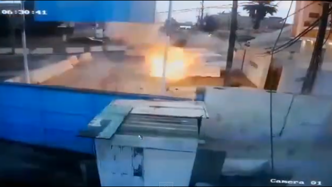 The suicide bomber blowing himself up at the plaza near the entrance (Al-Sumaria News, February 25, 2018)