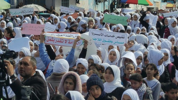 March held by members of the UNRWA staff union in the Gaza Strip and students at UNRWA schools in the Khan Yunis district protesting the American decision to cut its funding for the agency (Twitter account of Radio Sawt al-Aqsa, February 27, 2018).