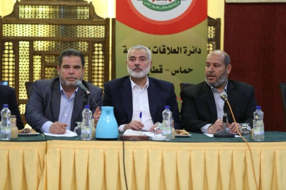 Isma'il Haniyeh meets with representatives of the Palestinian organizations in the Gaza Strip (Twitter accounts of Palinfo and Hamas, March 5, 2018).