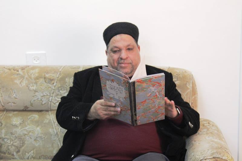 Files and documents from the Ottoman State Archives in Istanbul given to Yusuf Ideiss, the Palestinian minister of religious endowments (Facebook page of Palestinian ministry for religious endowments, March 11, 2018)