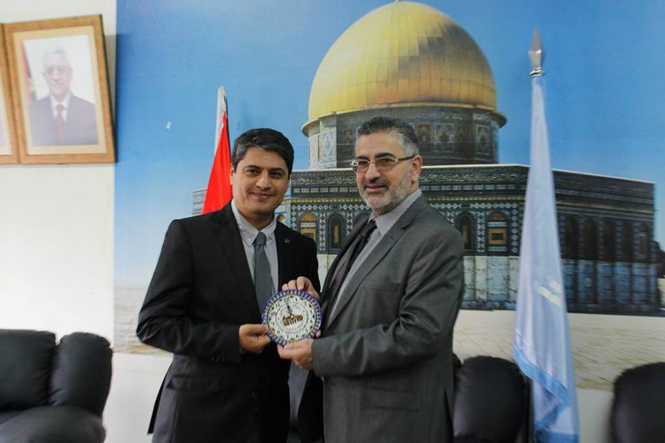 Khalil al-Rifai, chairman of Methaq (right) meets with the TIKA representative in the PA (Facebook page of Methaq, November 8, 2017).