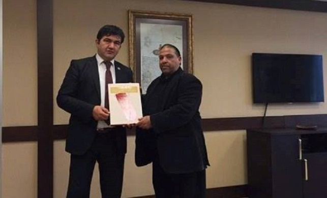 Yusuf Ideiss, the Palestinian minister of religious endowments (right) meets in Istanbul with the chairman of the Ottoman State Archives (Wafa, May 28, 2018).