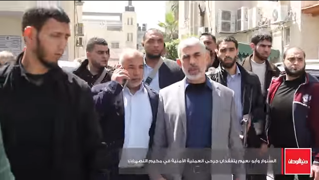 Yahya al-Sinwar (grey jacket) arriving at the hospital. Next to him is Tawfiq Abu Na'im, commander of the internal security forces in the Gaza Strip (Dunia al-Watan, March 22, 2018).
