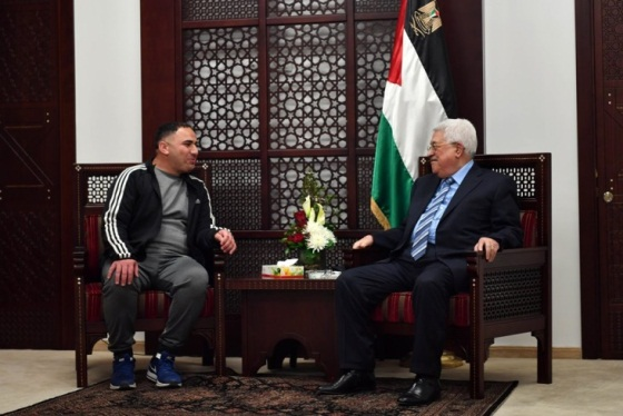 hmoud Abbas meets with Fatah operative Rajaa'i Hadad after his release from an Israel jail during a reception held in Abbas' office in Ramallah (Wafa, March 14, 2018).