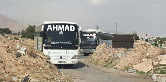 Buses that arrived to evacuate the Jaysh al-Islam operatives from Duma (Syrian TV, April 8, 2018).