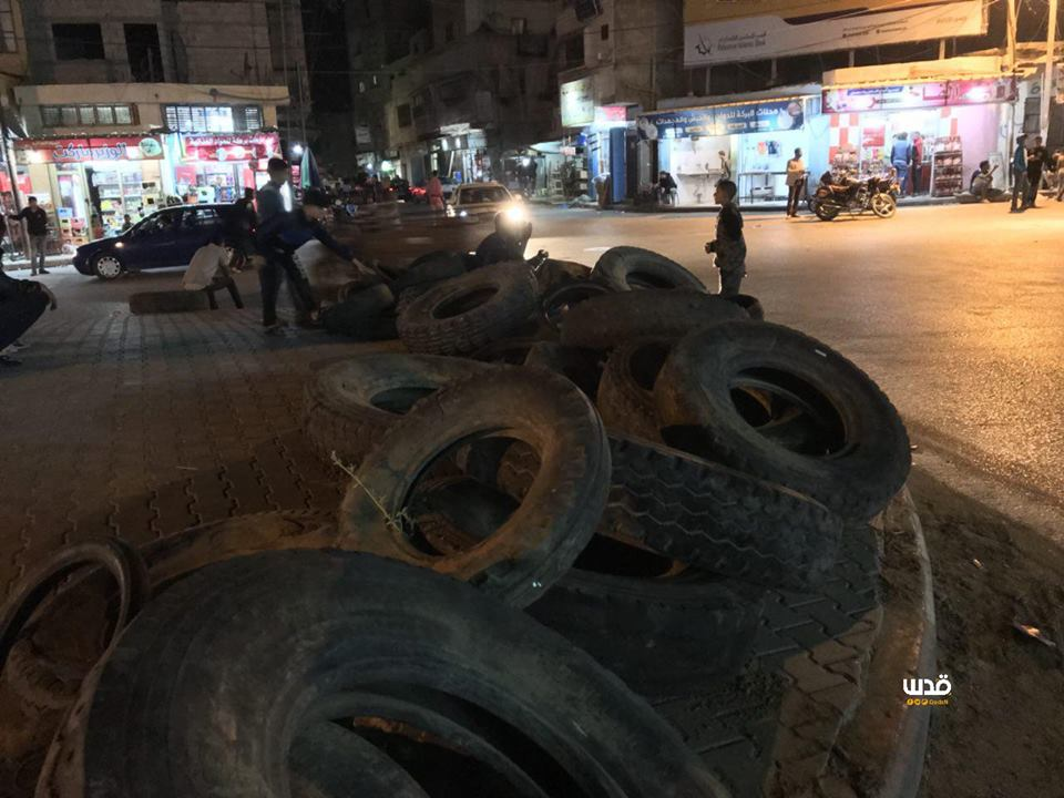 Piles of tires in the centers of Gazan cities in preparation for transporting them to focal confrontation points along the border fence with Israel for the next event (Palinfo Twitter account, April 14, 2018).