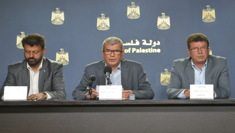 Issa Qaraqe, chairman of the PA commission of detainees and ex-detainees affairs, at a press conference launching Palestinian Prisoners' Day (website of the commission, April 11, 2018).
