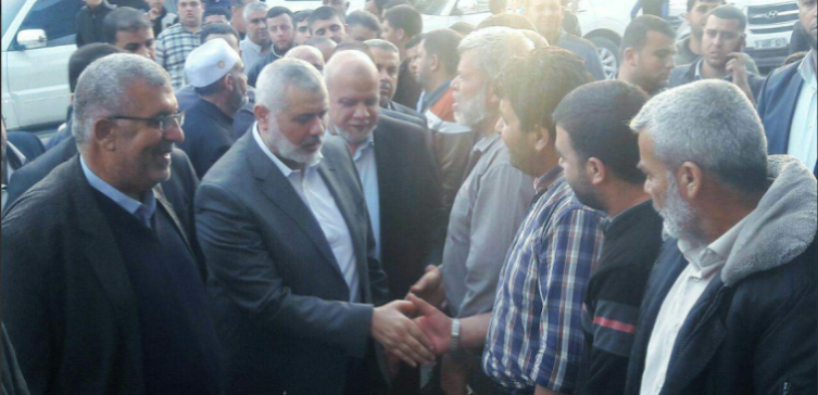 Isma'il Haniyeh and other senior Hamas figures offer their condolences to the family of Fadi al-Batsh in Jabalia (Palinfo Twitter account, April 21, 2018).