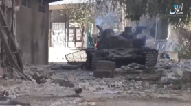 Syrian army tank destroyed by ISIS operatives in the Al-Qadam neighborhood (Akhbar al-Muslimeen, March 17, 2018).
