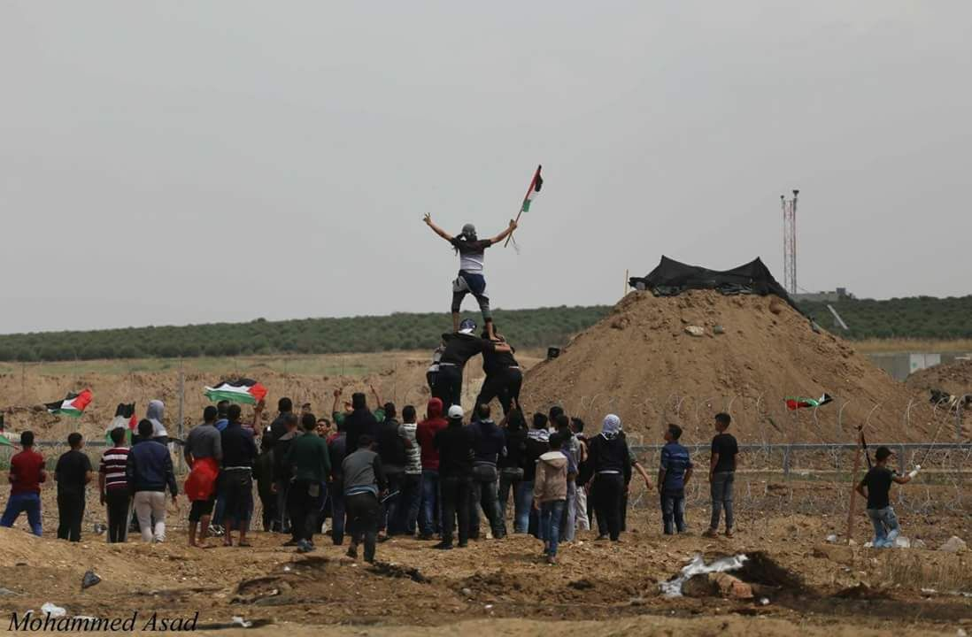 Rioters approaching the security fence and provoking the IDF soldiers.