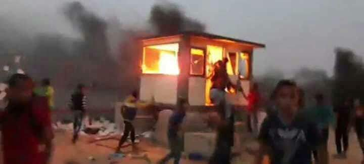"Palestinian demonstrators breaking into the Palestinian side of the Kerem Shalom crossing and setting fire to a ""security position"" there (PALINFO Twitter account, May 4, 2018)"