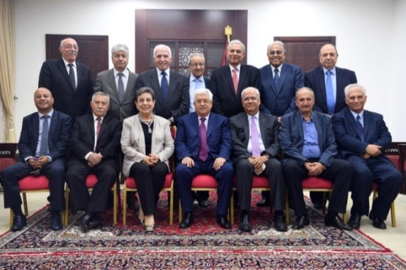 Mahmoud Abbas in his office with elected Executive Committee members (WAFA, May 4, 2018)