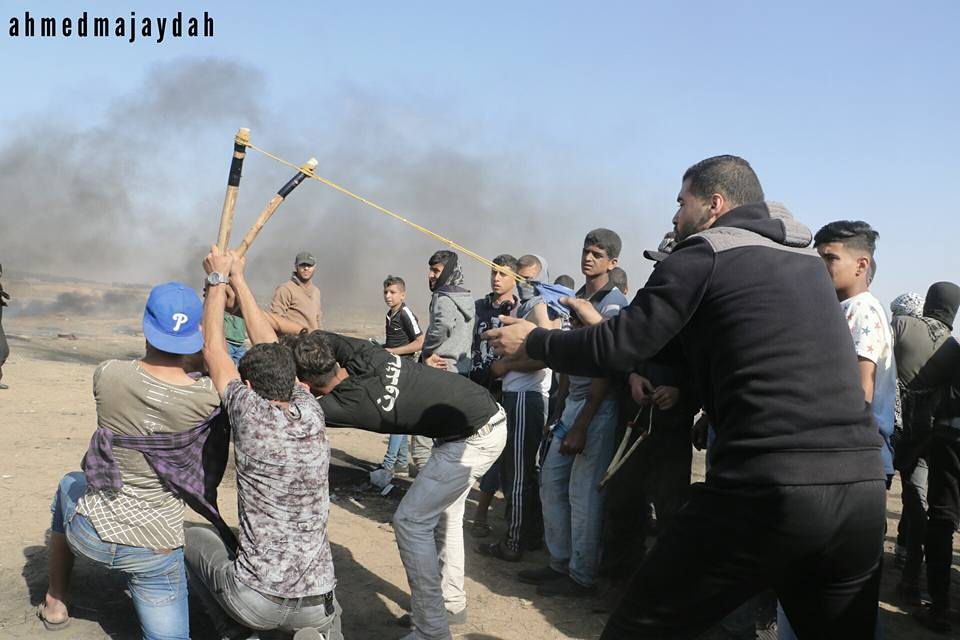 Palestinians use a slingshot to hurl rocks at the IDF (Facebook page of Shehab, May 11, 2018)