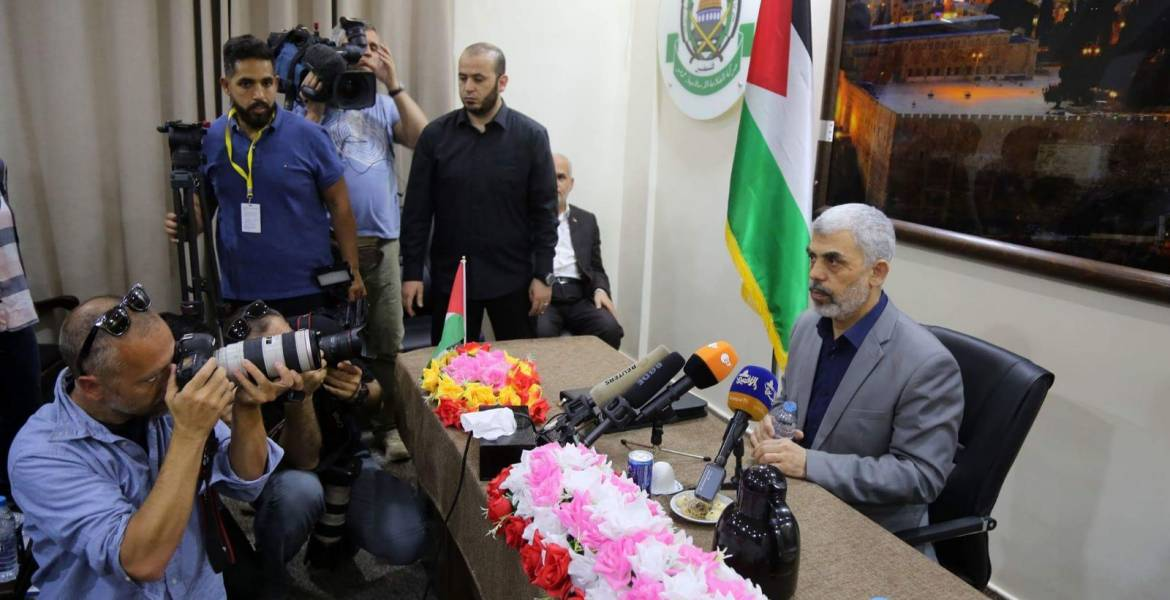 Yahya al-Sinwar meets with foreign correspondents (Hamas website, English version, May 11, 2018)
