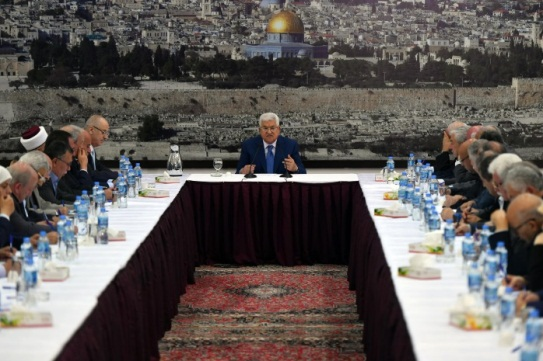 Mahmoud Abbas holds a meeting of the Palestinian leadership in the Muqata'a in Ramallah in response to the events in the Gaza Strip and the opening of the American embassy in Jerusalem (Wafa and Mahmoud Abbas' Facebook page, May 14, 2018).