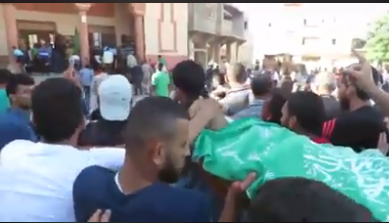 The body of Saadi Abu Salah wrapped in a Hamas flag for burial (Shehab Facebook page, May 16, 2018). Left