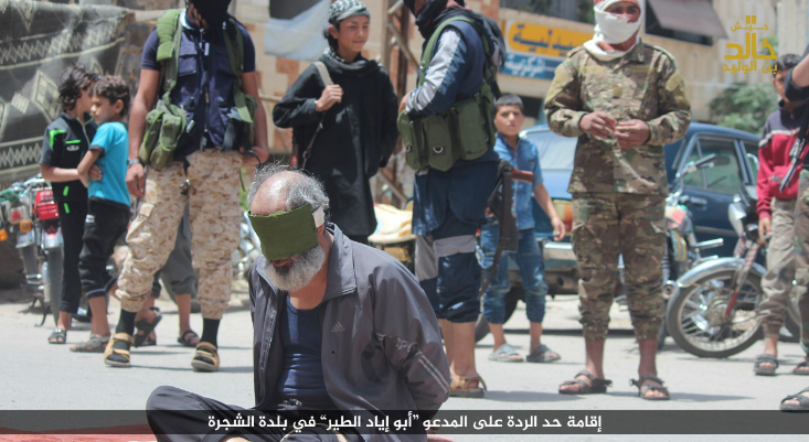 """A man executed by an operative of the Khaled bin Al-Walid Army for """"abandoning Islam"""" in the village of Al-Shajara (Haqq, May 27, 2018)"""