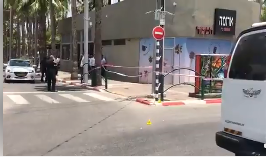 The scene of the stabbing attack in Afula (QudsN Facebook page, June 11, 2018).
