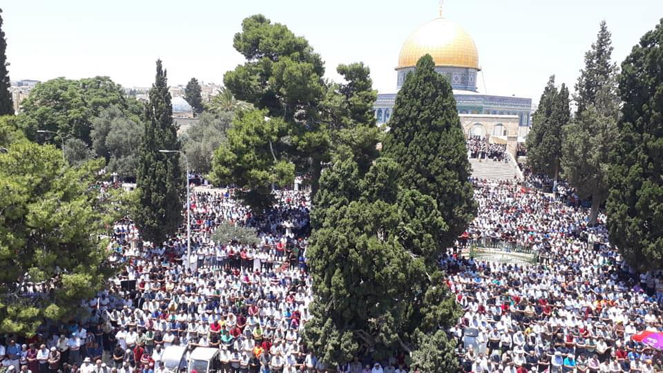 The prayer on the Temple Mount on the last Friday of Ramadan (official Fatah Facebook page, June 8, 2018).