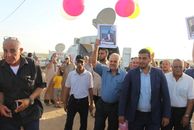 Senior PIJ figures led by Khaled al-Batash launch balloons with picture of Palestinians killed in the return march (Facebook page of sawaed al-intifada, June 24, 2018)
