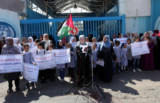 Demonstration in front of UN headquarters in the Gaza Strip to protest the cuts to the agency's budget (Shehab Facebook page, June 24, 2018).