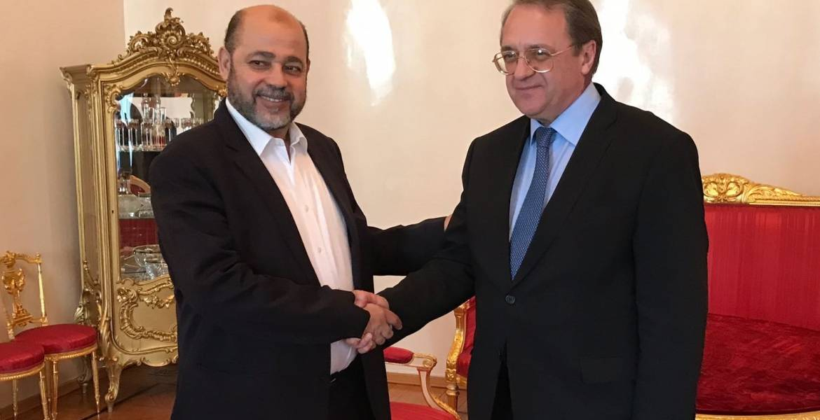 Musa Abu Marzouq (right) shakes hands with Russian Foreign Minister Mikhail Bogdanov (Hamas movement website, June 25, 2018).