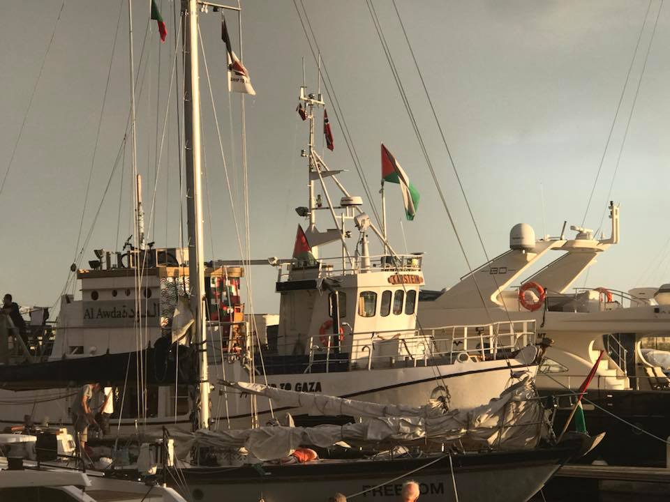 Zaher Birawi poses for a picture in front of the boats (Facebook page of Zaher Birawi, June 21, 2018).